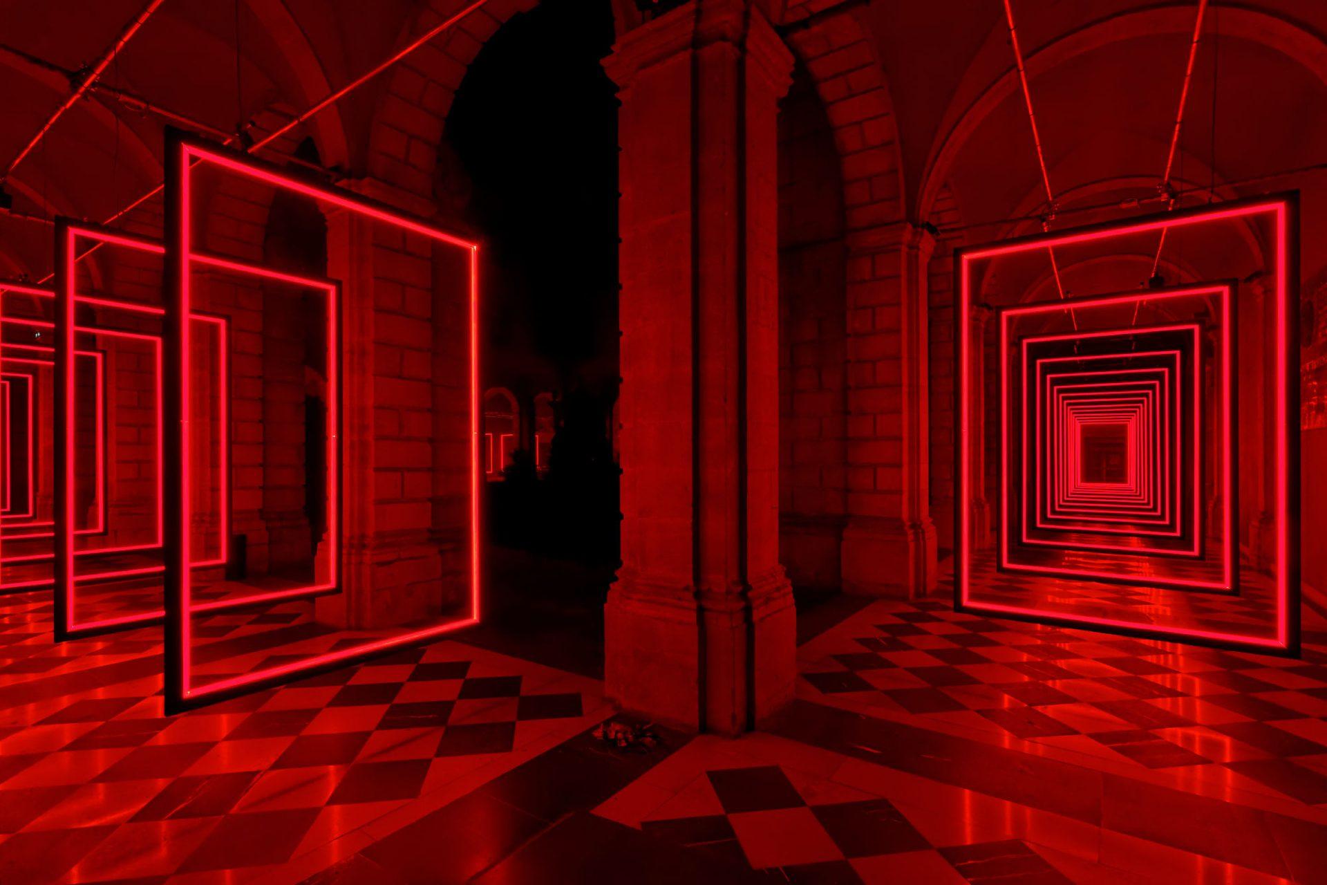 Frame Perspective d'Olivier Ratsi est une installation lumière au Festival Constellations, Maison de la Région, Abbaye Saint-Clément, Metz, France.