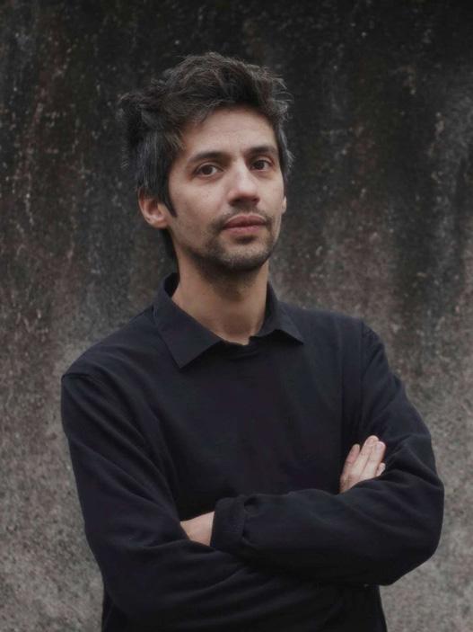 Portrait d'Olivier Ratsi, artiste CROSSED LAB.