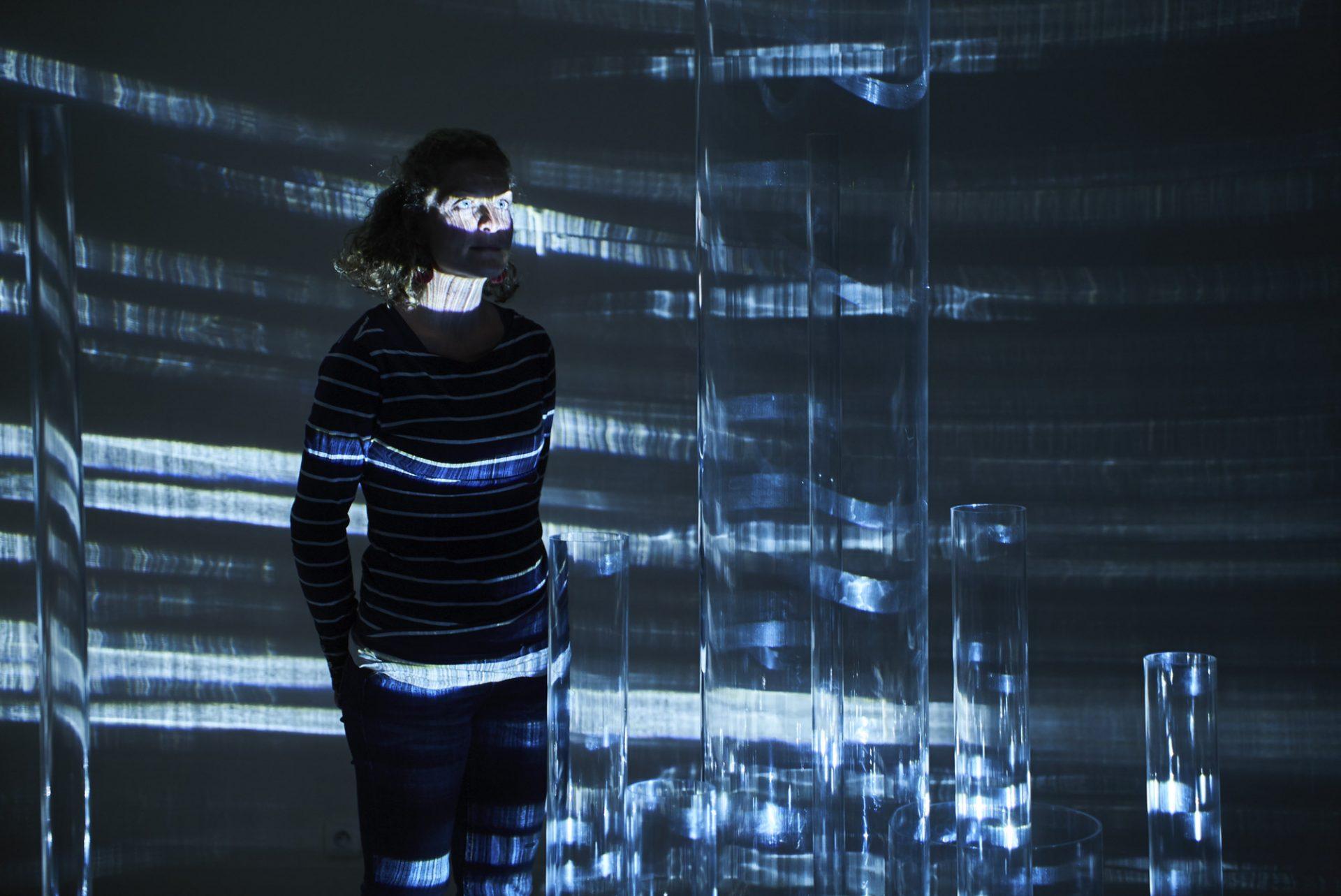 Caustic Ballet, installation de Joan Giner qui mélange sculpture, lumière et son au Festival DN[A] de Grenoble.