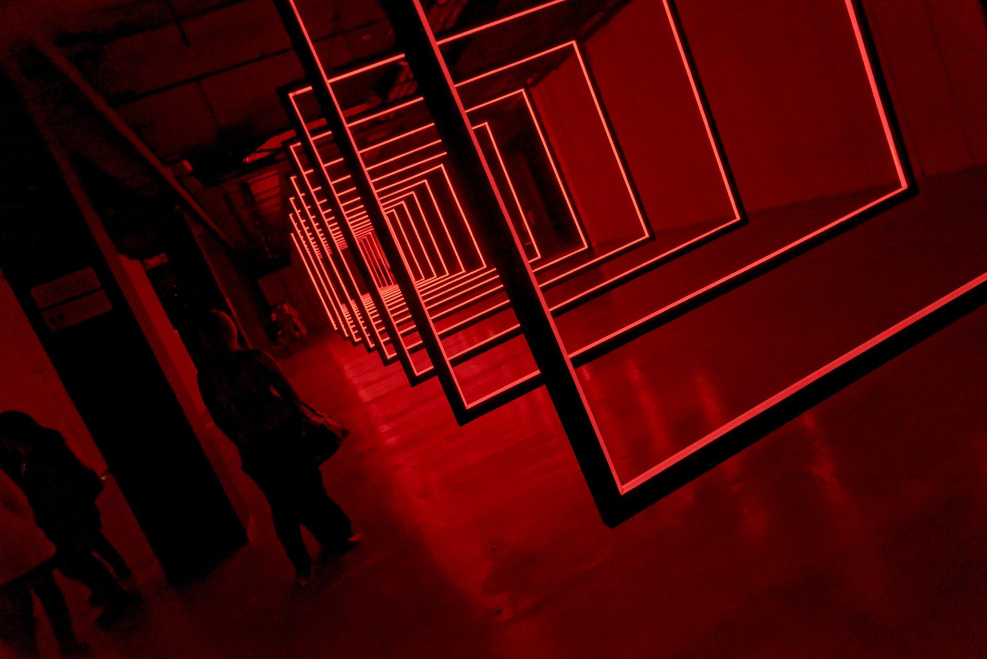Installation lumière Point(s) de Vue(s), d'Olivier Ratsi à Almaty, Kazakhstan.